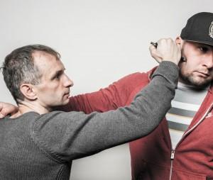 При атаке головы оппонента избегайте ударов в височную и теменную области