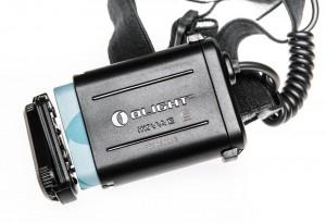 Установка аккумулятора в батарейный блок. Сам аккумулятор оснащен встроенным портом MicroUSB для зарядки