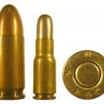 5-мм патрон Clement (справа) в сравнении с патроном 9х19