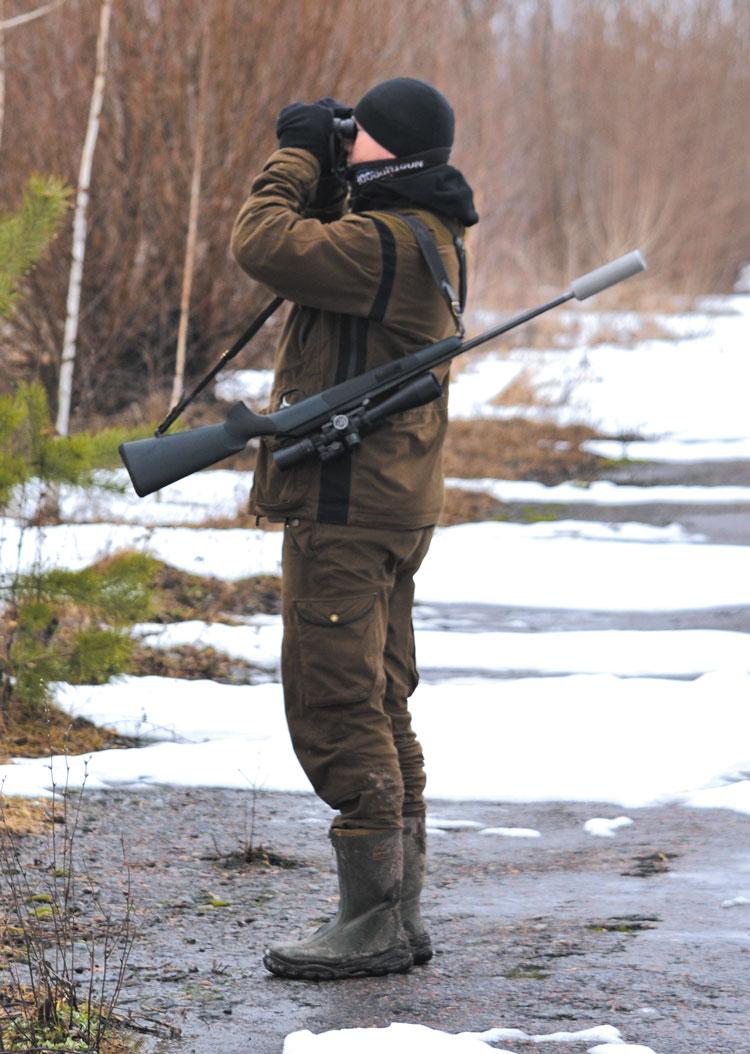 Бинокль — важный элемент снаряжения на охоте