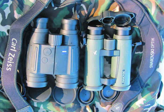 Бинокли с прикрепленными ремнями (входят в комплект поставки). Ремешок EL Range удобнее и эргономичнее (да еще и с кармашками)