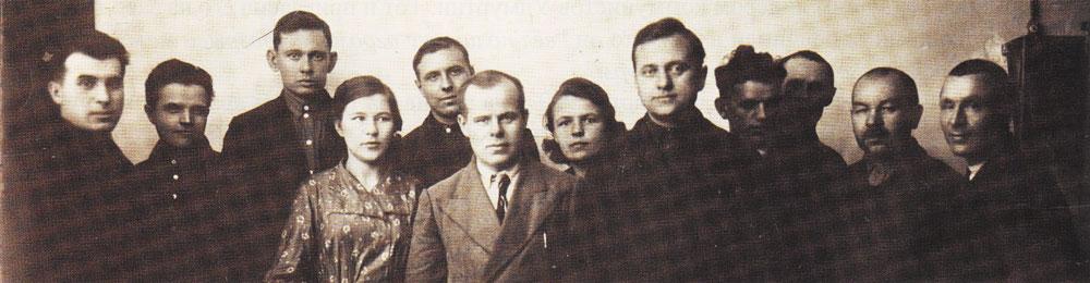 За год до войны: группа инженеров отдела № 58, слева направо: Пирогов, Бабаин, Анисимов, Светличная, Широбоков, Бачин, Широбокова, Светличный, Чернов, Плеханов, Букин, Зверевщиков