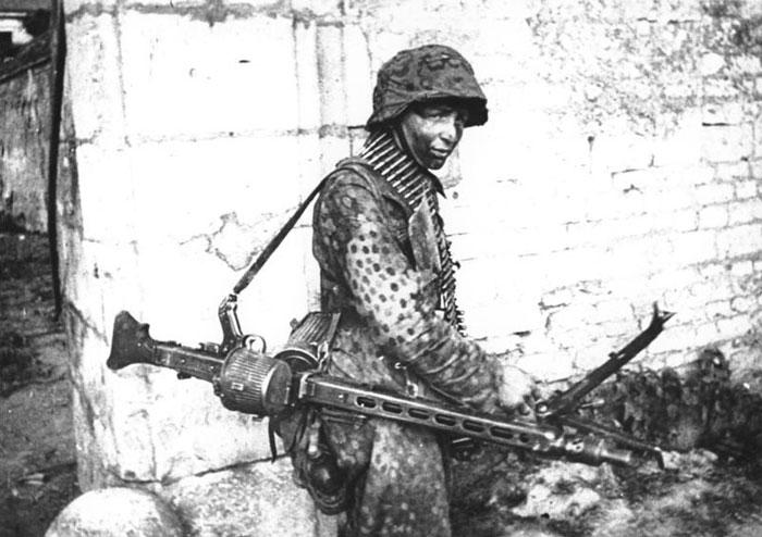 Немецкий единый пулемет MG-42, созданный Вернером Грунером и Куртом Хорном, по праву считается одним из лучших пулеметов Второй мировой войны