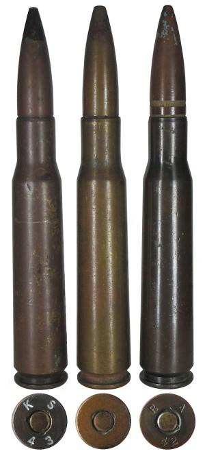 Патроны .50 BMG: с бронебойной пулей М2 (слева), с трассирующей пулей М1 (в центре) и зажигательной пулей М1 (справа)