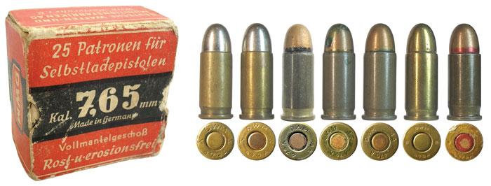 Упаковка немецких патронов компании DWM в городе Karlsruhe после 1936года выпуска и варианты исполнения патронов 7,65-мм: 1— производства 1922-1933гг.; 2— производства 1933-36гг.; 3, 4, 5, 7— патроны в стальных лакированных гильзах. Патроны 3, 4, 5 произведены предположительно в Бельгии на оккупированном заводе FN; 4— патрон для использования с оружием с глушителем; 6, 7— патроны производства отделения компании DWM в Берлине (BB— Berlin-Borsigwalde)