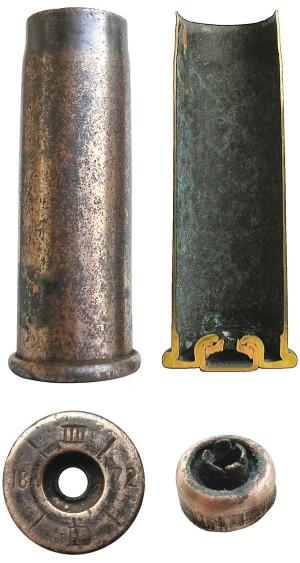 Цельнотянутые гильзы австрийских патронов 11,2x41R Werndl M67(слева) изготавливались из томпака. Первоначально они имели капсюль системы Вилбургера (Martin Wilburger), составляющий одно целое с корпусом гильзы. С 1869 г. для этих боеприпасов была принята новая гильза, разработанная фирмой Georg Roth — с усилительным выступом в нижней части гильзы и специальным капсюлем с воронокообразной наковальней. Через десять лет в Австро-Венгрии были приняты новые патроны 11,2x58R Werndl M77 с цельнотянутыми латунными гильзами и «бердановским» капсюльным гнездом