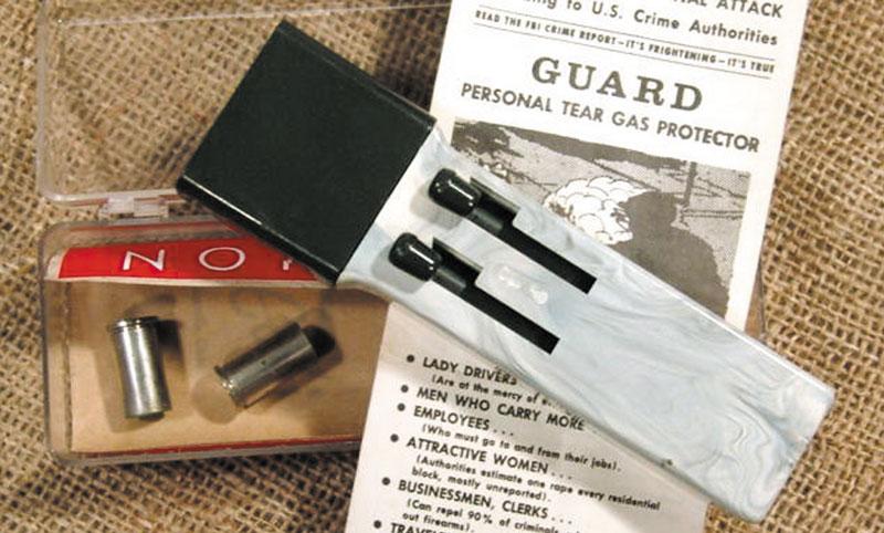 Американские 9-мм газовые стреляющие устройства 1960-1970-х — Guard Tear Gas Protector (вверху) и Big Brother Tear Gas Pen Gun (слева)