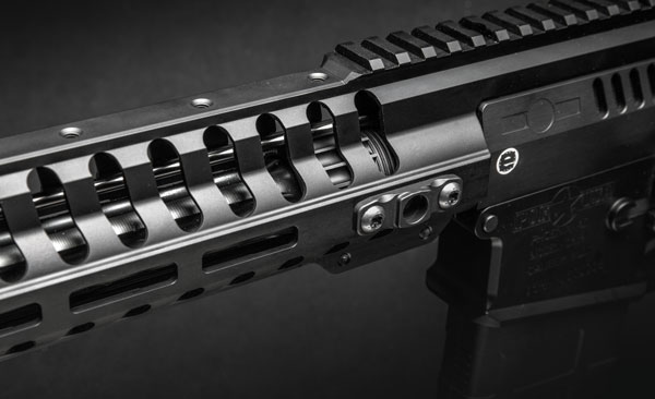 «Похудевшее» цевье винтовок Edge/Revolution с гнездами под антабку; авот средняя часть планки Пикатинни на верхней стороне цевья теперь в комплект не входит