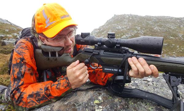 В отсутствие оленей мне на высоте 1200 м приспичило проверить комплекс из оружия, оптики и патрона практической стрельбой. Идаже отвратительная погода не могла умерить пыл энтузиаста дальней стрельбы