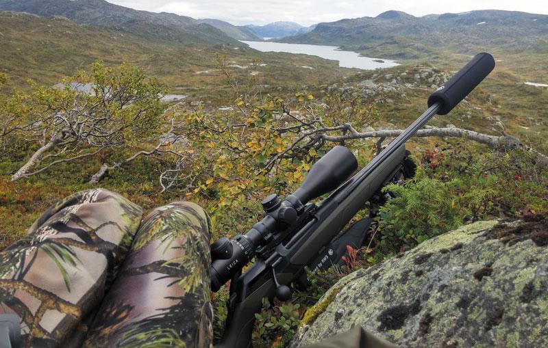 Самая лучшая тактика — занять господствующую высоту, с которой отлично просматриваются (и простреливаются) все подходы к озеру