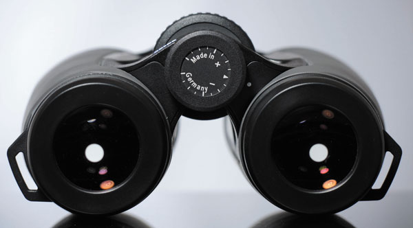 Выходной зрачок диаметром 5,25мм обеспечивает возможность уверенного наблюдения при любом освещении