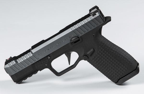 Stryk B отличается рекордно низкой высотой оси ствола: 12 мм