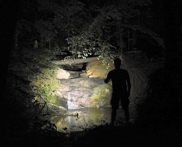 Фонарь создает мягкое и широкое освещение — то, что нужно для туризма и EDC