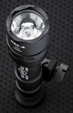 Оптическая система фонаря представлена двумя элементами: TIR-линзой и «теплым» светодиодом
