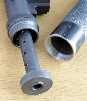 Глушитель снят, на стволе остались расширительная камера и центрирующая шайба