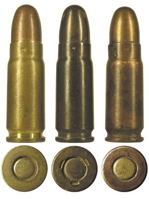 Довоенные 7,62-мм патроны советского производства (крайний справа — в биметаллической гильзе)
