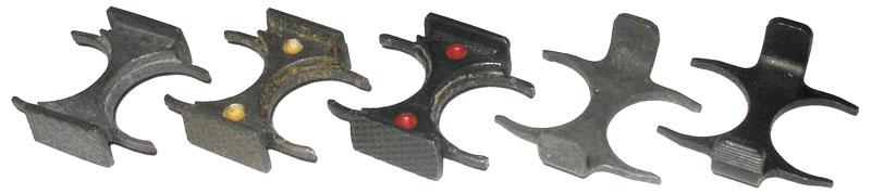 Варианты обойм для патронов серии «Змея»: 1-3 — фрезерованные обоймы; 4-5 — штампованные. Обоймы 1-4 применялись для снаряжения патронов ПЗА; обойма 5— для патронов ПЗАМ. Покрытие обойм: 1, 2, 4 — фосфатирование; 3, 5 — воронение. Наобоймах 2, 3 видны светящиеся цветовые индикаторы для снаряжения патронов ночью и правильного позиционирования патронов в обойме при снаряжении