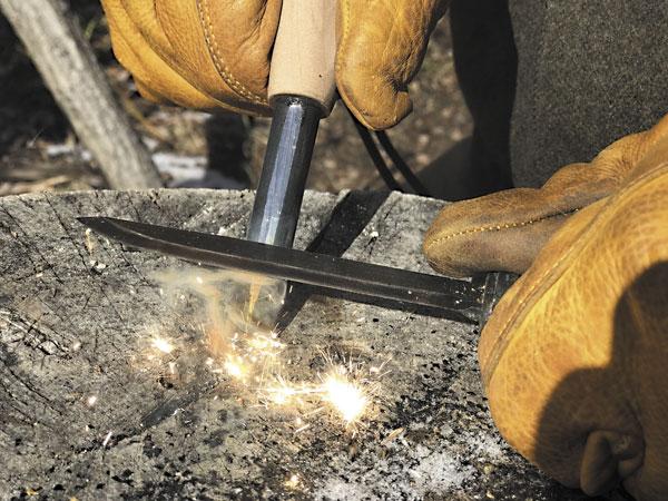 Использование ферроцериевого стержня для разведения огня