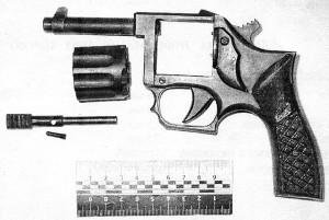 Самодельный револьвер того же изготовителя, изъятый в 2006 г. в Павлограде