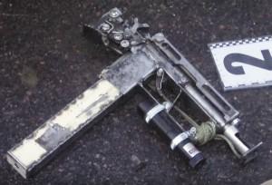 10-мм самодельный пистолет-пулемет рядом струпом Дорошенко