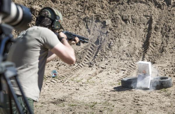 Выстрел дробью не задел «случайного прохожего»