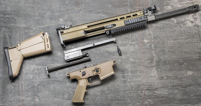Для чистки и обслуживания FN SCAR необходимо выполнить его неполную разборку