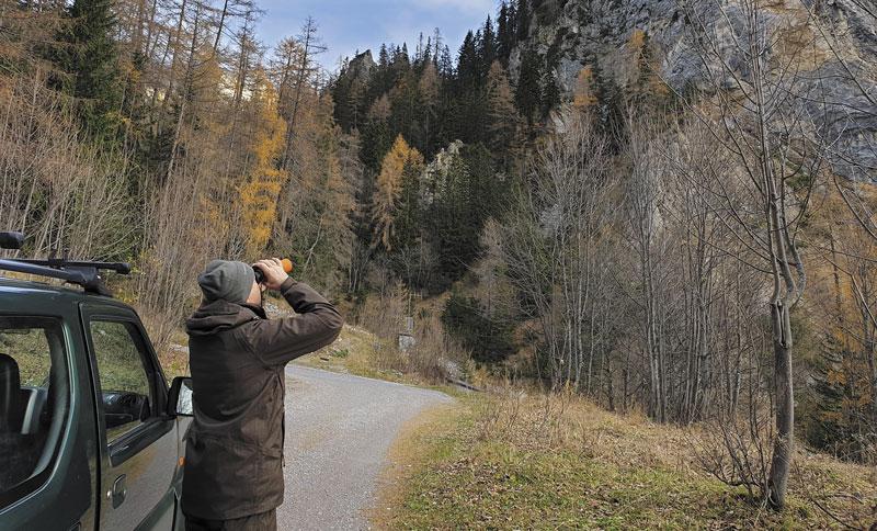 В горах все кажется ближе, чем есть на самом деле. Бинокль-дальномер Swarovski El Range — незаменимый помощник!