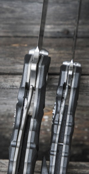 Замок Liner Lock. На снимке у ножа с 6-дюймовым клинком видна внутренняя часть ползунка фиксатора