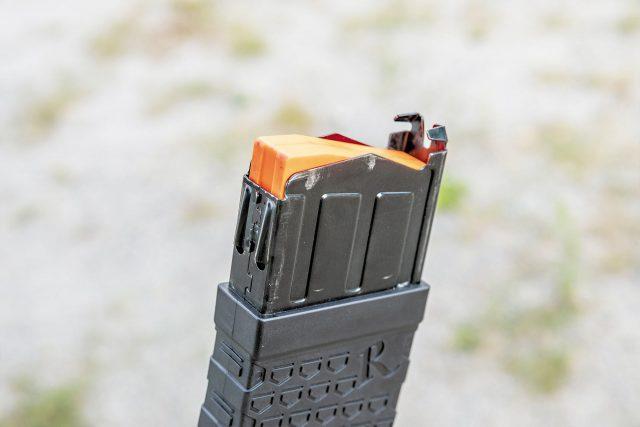 Магазин с оранжевым подавателем