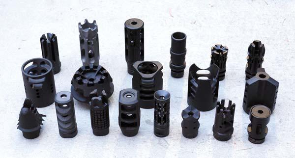 Дульные устройства для AR-15 призваны устранять дульную вспышку, подброс ствола и отдачу и представлены на рынке в большом изобилии форм и размеров