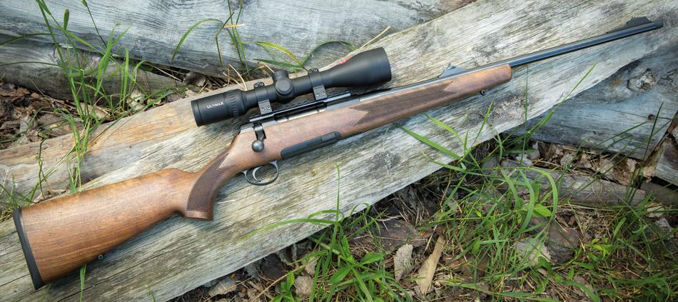 В версии Standard с прицелом UltimaX Roessler Titan 6 выглядит традиционной европейской охотничьей винтовкой с продольно-скользящим затвором