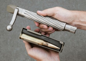 Размеры затвора винтовки .50-го калибра впечатляют даже новичков в стрелковом спорте