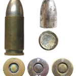 Патрон 9х19, изготовленный в 1924 г. Известны варианты этого боеприпаса, отличающиеся особенностями маркировки, формой капсюля, маркой пороха и наличием/отсутствием лака-герметизатора вокруг капсюля. Считается, что патроны, снаряженные пластинчатым порохом, были изготовлены бельгийской фирмой FN, а патроны с порохом в виде цилиндрических зерен — немецкой фирмой Polte