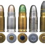 Швейцарские патроны 7,65х21: 1, 3— военные патроны в латунной гильзе; 2— военный патрон в алюминиевой гильзе; 4 — цельностальной учебный патрон; 5— патрон со свинцовой пулей для забоя скота