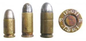 Патроны семейства Frommer: 7,65mm Frommer kurz, 7,65 mm Frommer lang, 9mm Frommer. Справа — маркировка на патронах Frommer, изготовленных фабрикой FEG  в Будапеште: F-GY B.P