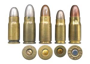 Патрон 7,65 Luger (№ 1) всравнении с патронами 8mm Nambu (№ 2, 3 и 5) и7mm Nambu (№ 4)
