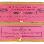 Коммерческие упаковки патронов 7,65 Mauser производства DWM; нижняя коробка — с обезличенными данными производителя