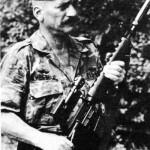 Временный генерал-майор армии США Вер-Белл и М16А1 с глушителем SIONICS