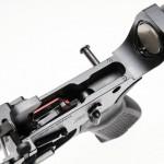 Внутри ловера виден моноблочный УСМ собственной разработки POF-USA; полимерные вставки в стенки ловера в районе заднего соединительного штифта эффективно устраняют люфт ресиверов