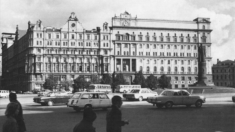 Патрон 5,45х18 в КГБ и МВД СССР был принят на вооружение в декабре 1972 г. Здание КГБ СССР на Лубянке, 1970-е гг.