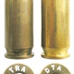 «Классический» патрон .45 АСР (слева) в сравнении с .450 SMC (справа)