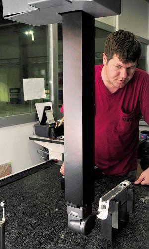 ОТК оснащен высокоточным автоматизированным оборудованием. Координатно-измерительная машина производит замеры ствольной коробки