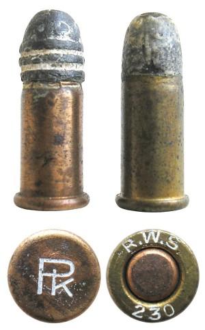 Внешне эти боеприпасы очень похожи друг на друга, однако созданный в начале ХХ века патрон центрального воспламенения .230 Revolver CF (справа) смог «дотянуть» лишь до 1930-х гг., т. к. его стоимость не могла сравниться с патронами бокового воспламенения, таких как .22 Short (слева)