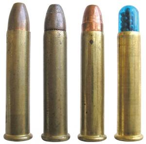 Патроны .22 WMR: с оболочечной пулей RWS Magnum FMJ (фирмы RUAG Ammotec GmbH), с полуоболочечной Нollow Рoint пулей Super-X JHP (фирмы Winchester), с оболочечной Нollow Рoint пулей JHP R22M1 (фирмы Remington) и дробовой патрон Maxi Mag Shotshell (фирмы CCI/Speer Operations)