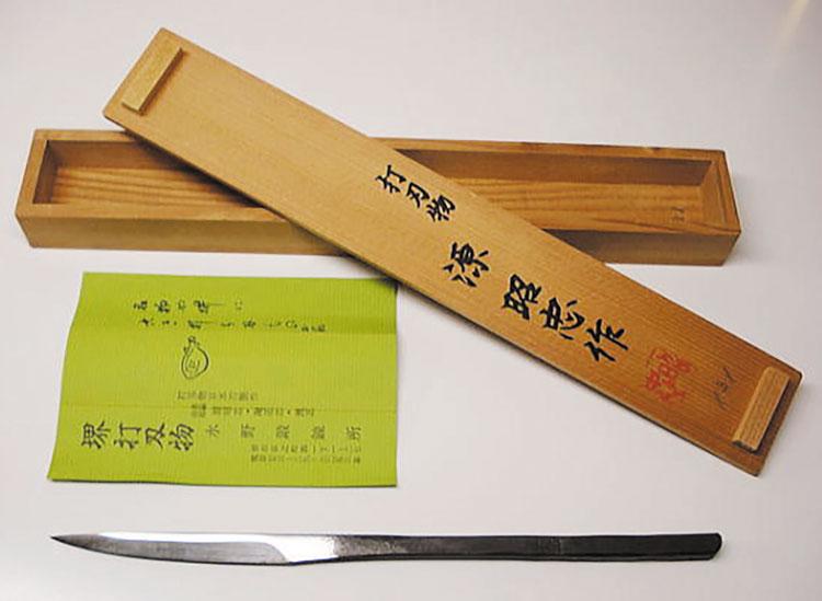 Иногда для хранения клинок кайкена помещали в коробочку из древесины магнолии