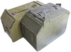 Патронные коробки к пулеметам «Утес» НСВ-12,7 (слева) и ДШК/ДШКМ (справа)