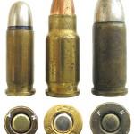 Патрон .25 NAA (в центре) в сравнении с 6,35мм Browning (слева) и 7,65мм Browning (справа)