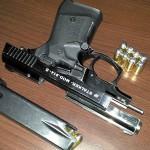 9-мм Atmaca-Starter: у ранних «стартовиков» для стрельбы «настоящими» пулями одной отвертки или ключа недостаточно, нужно было еще «глушить» отверстие возле патронника