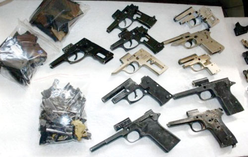 Турция, Измир, 2009 г. и Самсун, 2013 г.: переделка сигнальных пистолетов по-турецки — все солидно, с заменой ствола на нарезной; а металлические шарики — это удел наркоманов и прочих «неудачников»