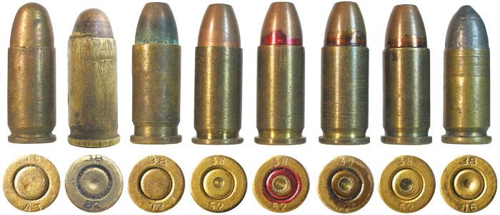 Патроны-заменители 7,65 Browning советских кустарей: 1, 2 — патроны снаряжены 7,62-мм пулей патрона ТТ; 3-7 — снаряжены штатной пулей патрона «наган»; 4-7 патроны сделаны по единой технологии и одним производителем. Обращает на себя внимание подсверление капсюлей, призванное уменьшить толщину дна капсюля и улучшить эффективность накола. Впатроне № 5 практически «правильно» воспроизведена штатная лакировка всех советских патронов цветом «бордо»; 8 — патрон со свинцовой пулей